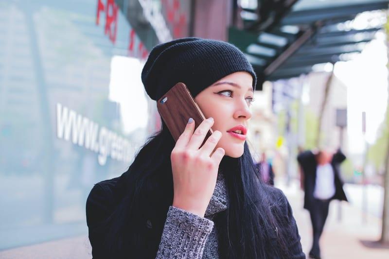 マッチングアプリで会う前に電話をするメリット・デメリット