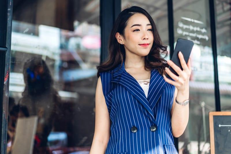 女性がマッチングアプリで設定したい3つのモテ写真例