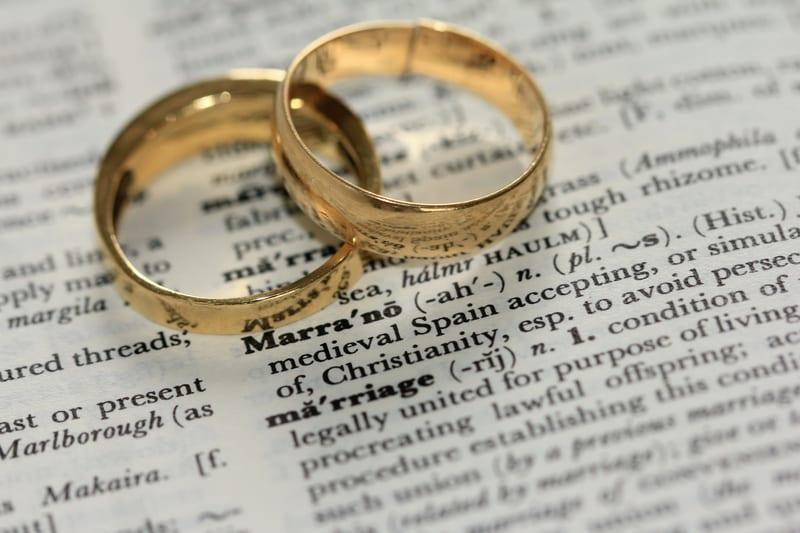 結婚への真剣度の割合(男女別)