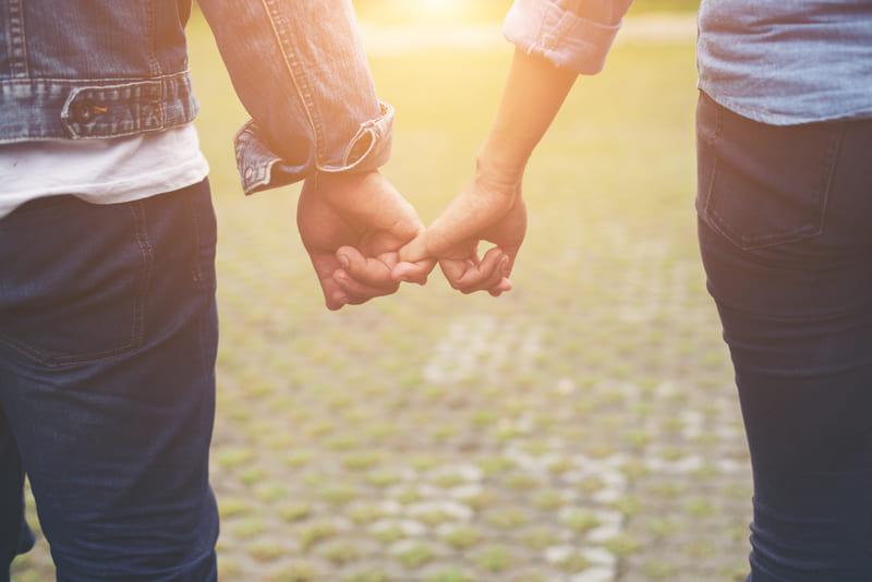 マッチングアプリで遠距離恋愛をしていた男性の体験談